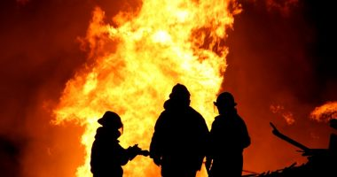 wildfire air pollutants   COPD News Today   firefighters working a wildfire