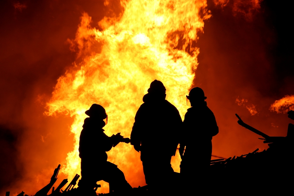 wildfire air pollutants | COPD News Today | firefighters working a wildfire